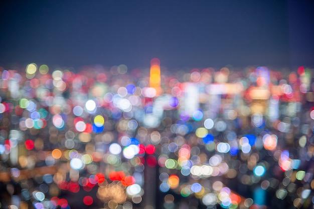 밤 흐리게 bokeh 빛 일본 도시 사무실 건물, 추상적 인 배경