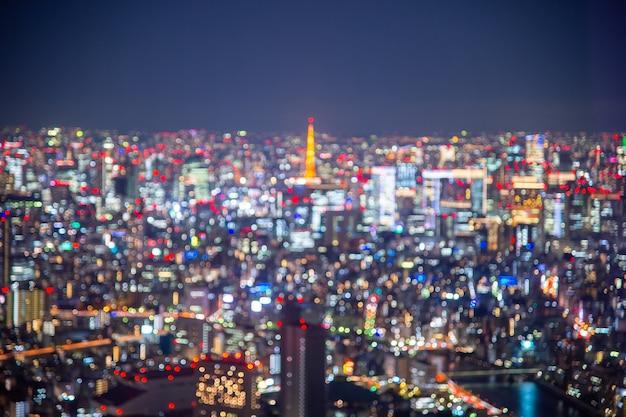 夜のぼやけたボケ光日本市役所ビル、抽象的な背景