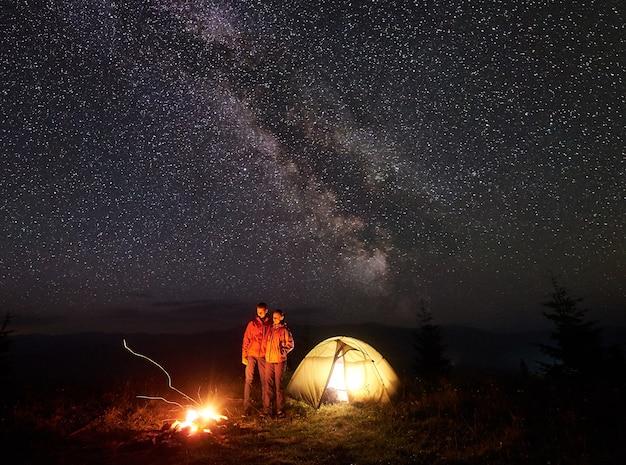 Ночной кемпинг в горах
