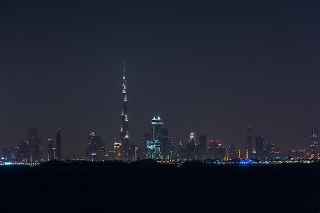 두바이시 아랍 에미리트의 밤 풍경