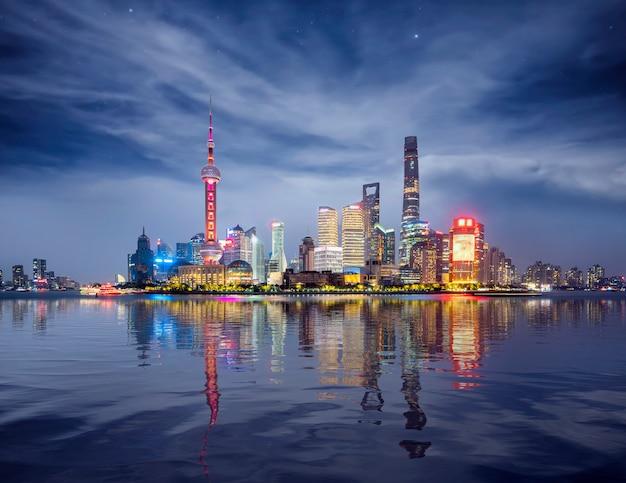 上海の夜の街並み