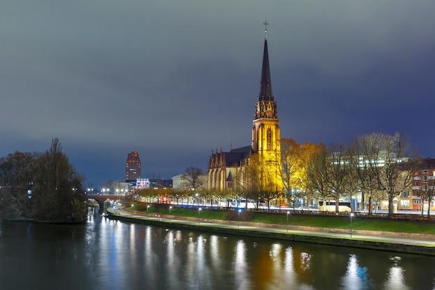 夜フランクフルト・アム・マイン、ドイツ