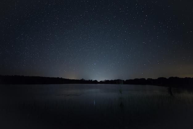 Montehermoso 근처 밤 풍경입니다. 익스트림 마두 라. 스페인