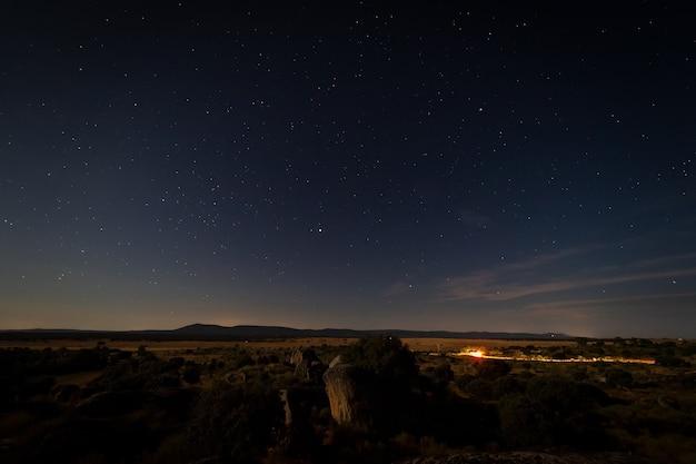 Barruecos natural area extremadura spain의 달빛이 있는 밤 풍경