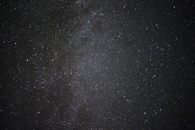 별과 먼 은하가있는 밤 풍경, 디자인을위한 자연 표면. 미키 웨이