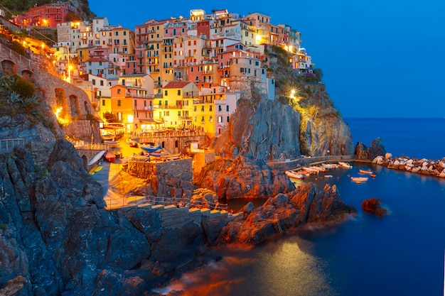 Ночная манарола, чинкве-терре, лигурия, италия