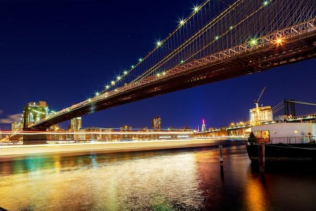 밤 뉴욕 브루클린 다리 뉴욕시 브루클린 다리와 허드슨 강 맨해튼 스카이 라인 야경
