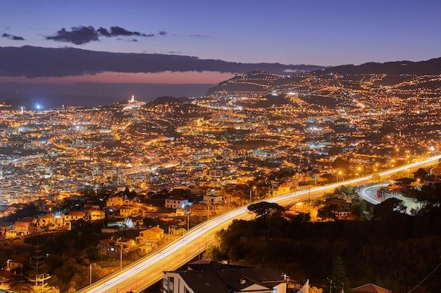 ポルトガル、マデイラの町の夜