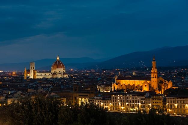 イタリア、フィレンツェの夜景。美しい景色