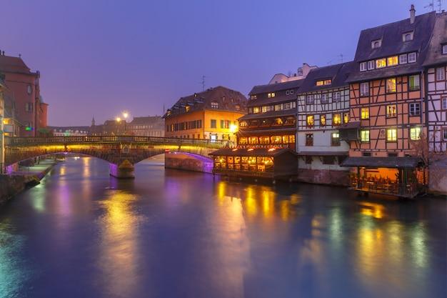 アルザス、ストラスブールの夜のプチフランス