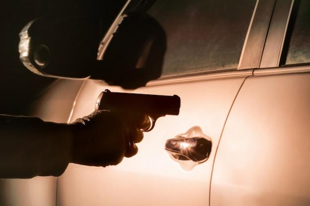 Ночное ограбление на улице