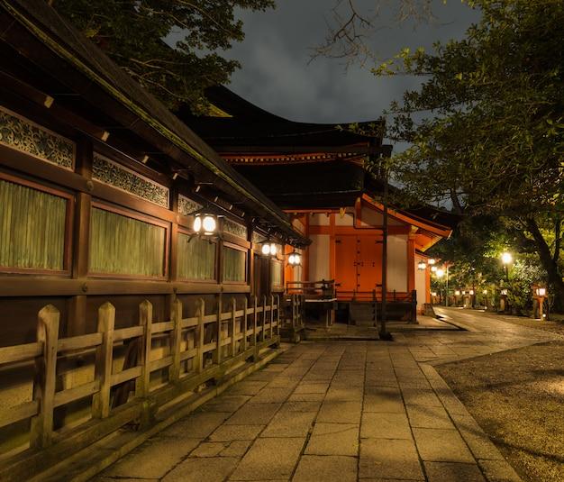 京都の八坂神社の夜景