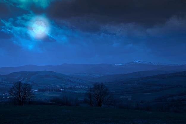 カルパティア山脈、ウクライナの夜景