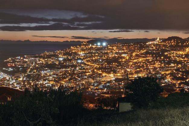 ポルトガル、マデイラのフンシャルの夜のショット