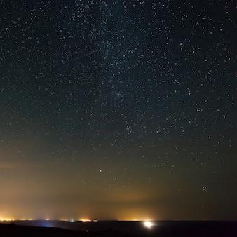 明るい星と夜空