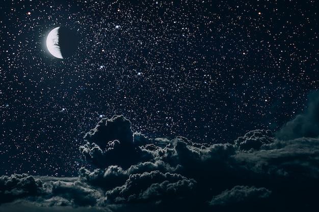 星と月と雲のある夜空