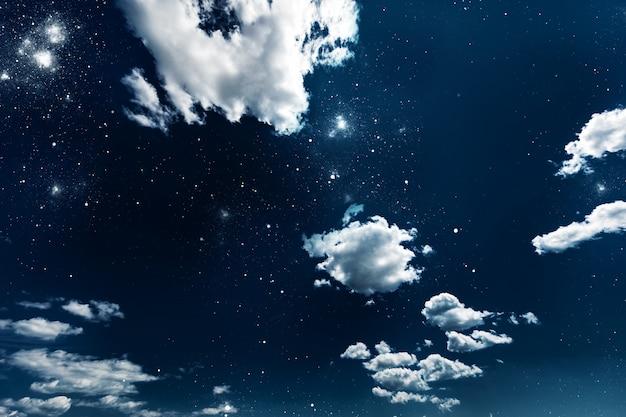 Ночное небо со звездами и луной