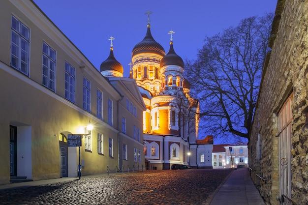 Night street and russian orthodox alexander nevsky cathedral illuminated at night, tallinn, estonia