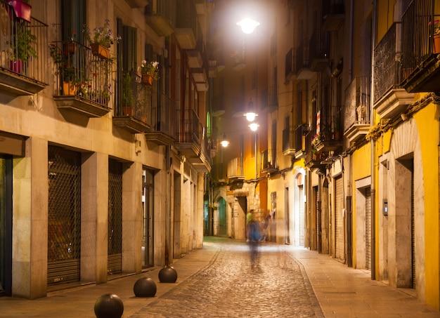 Notte vista sulla strada di girona