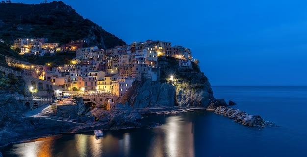 マナローラリグーリアイタリアの夜景