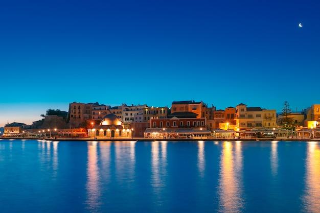 夜のベネチアン岸壁、ハニア、クレタ島