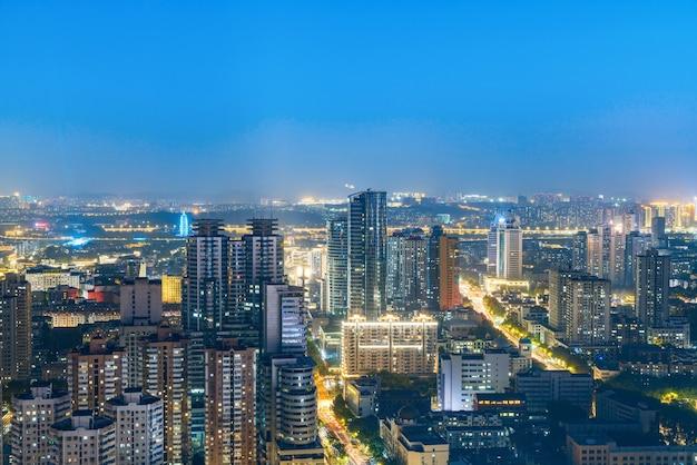 Ночной вид на город нанкин, цзянсу, китай