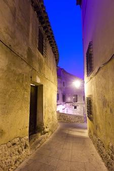 Night view of narrow street of cuenca