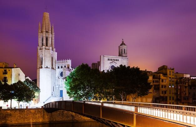 ジローナの夜景。カタロニア、スペイン