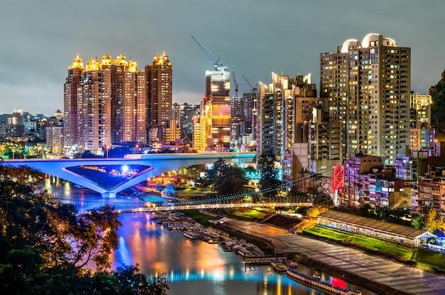 대만 신 뎬구 신 베이시 야경 프리미엄 사진