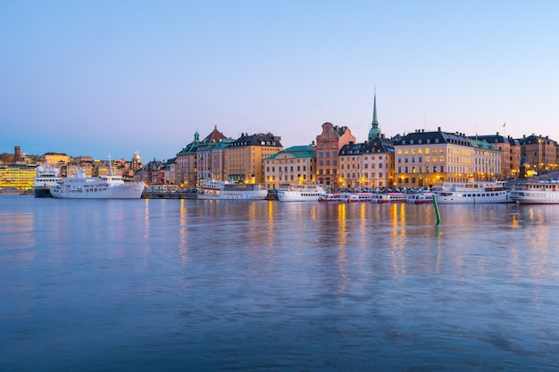 スウェーデンのストックホルムのスカイライン旧市街の夜景