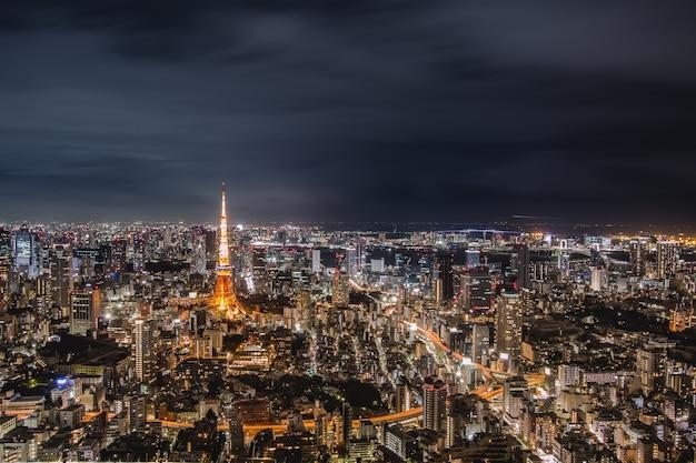 Ночной вид токио в японии городской пейзаж токийская башня