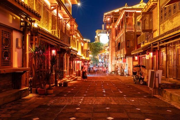 Ночной вид на улицы города в чунцине