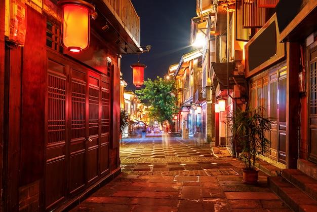 重慶の町の通りの夜景