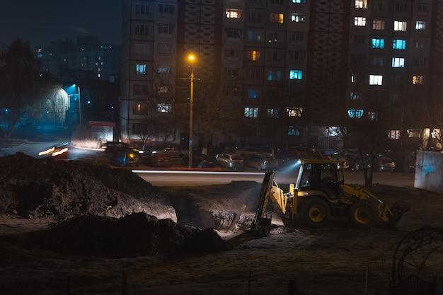 도시 건설의 야경이 작동합니다.