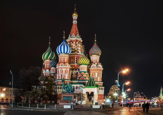 Ночной вид на собор василия блаженного, красная площадь, москва, россия