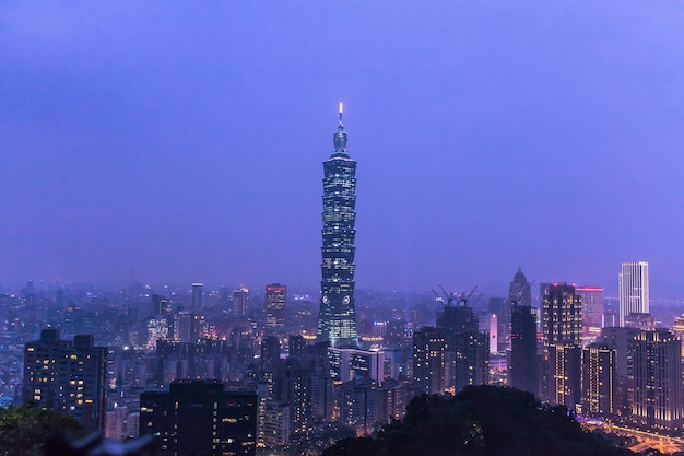 Night view of taipei with most famous landmark building that represents taiwan
