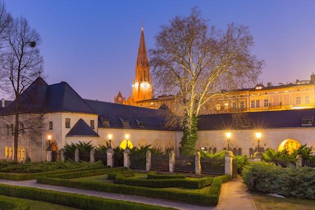 폴란드 포즈난 구시가지에 있는 거룩한 구세주 교회의 야경