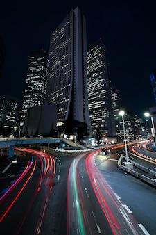 Ночной город искрится света