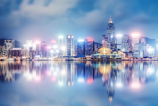 Nightscape и skyline городской архитектуры в гонконге