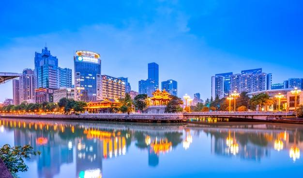 Nightscape архитектурный пейзаж города чэнду, провинция сычуань