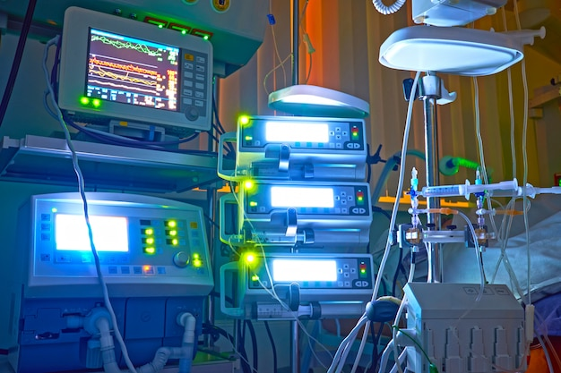 Nigth shift at icu, patient in critical state.