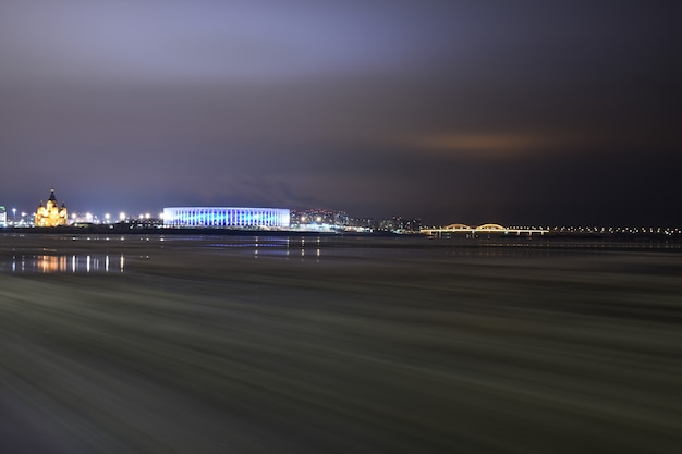 ニジニノヴゴロドは夜に輝きます