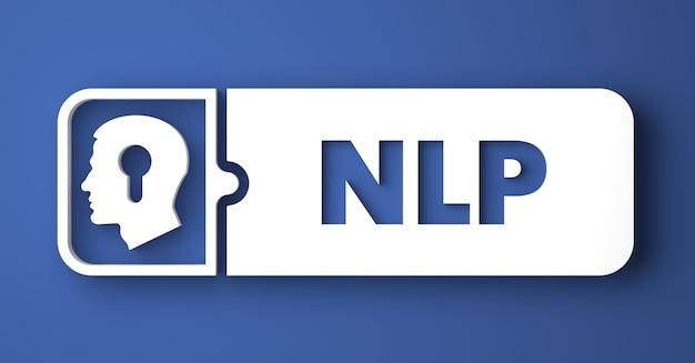Nlpコンセプト。フラットなデザインスタイルの青い背景の上の白いボタン。