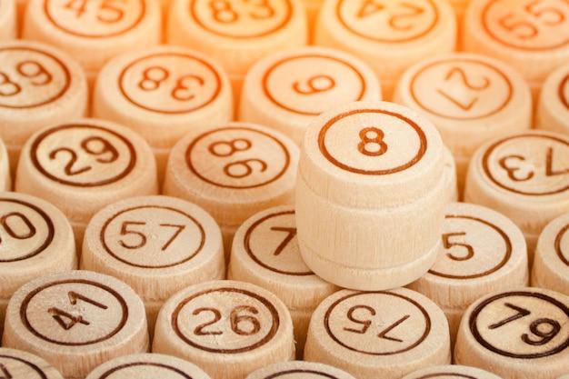 Счастливчик № 8, деревянный бочонок лото. закрыть