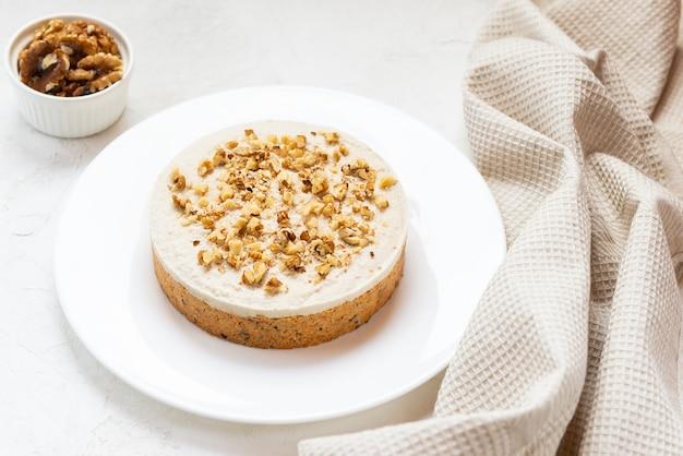 ココナッツクリームとクルミを使ったビーガンキャロットケーキはありません