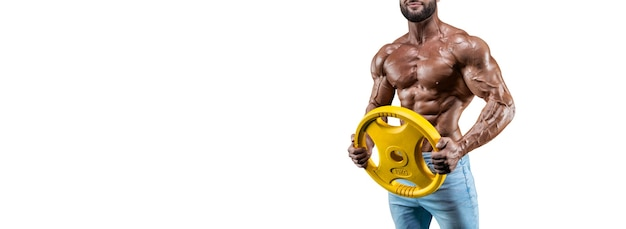 Нет имени сексуальный мускулистый мужчина в джинсах, позирует на белом фоне с гантелями. бодибилдинг и фитнес-концепция. смешанная техника