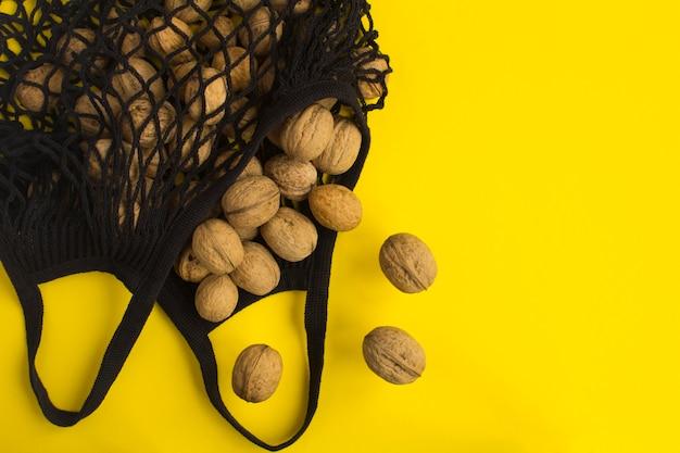 ビニール袋のコンセプトはありません。黄色のクルミとメッシュショッピングブラックバッグ