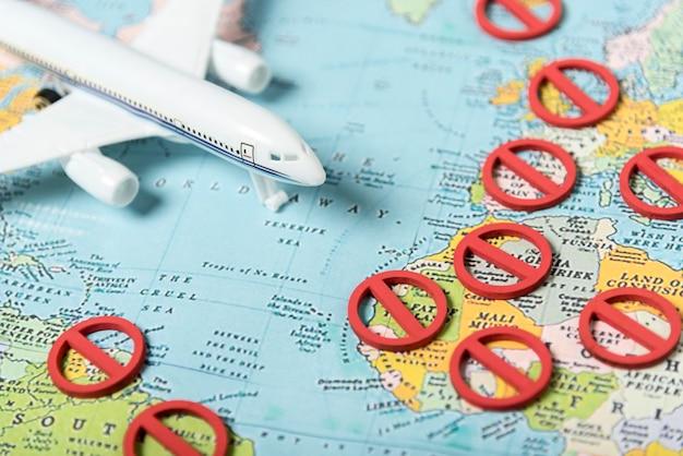 地図上にシンボルと飛行機はありません