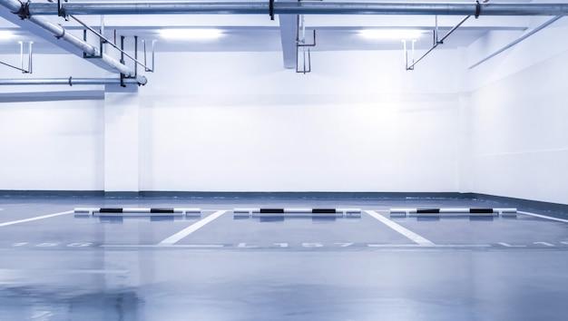 Никто колонки парковки неон в закрытом помещении