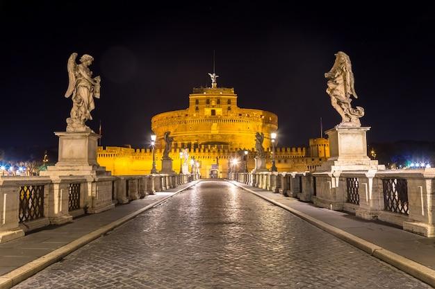 Никто ночью на мосту перед замком сант-анджело в риме